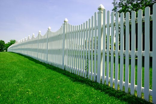 white picket fence with artificial grass at wollongong carpenters